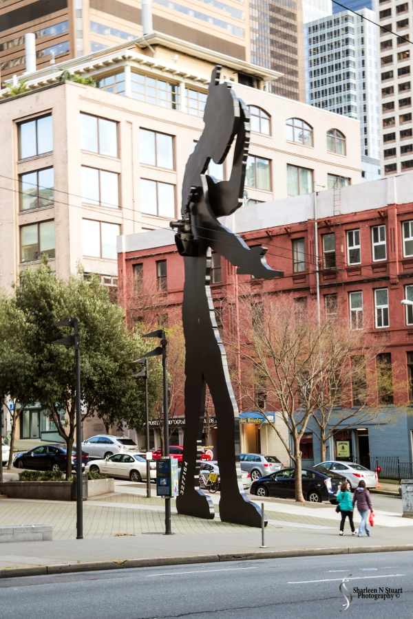 The Mechanical Statue outside the Seattle Art Musuem